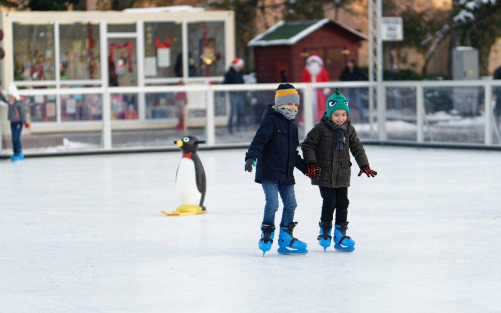 Eislaufen ist eine tolle Aktivität für die ganze Familie.
