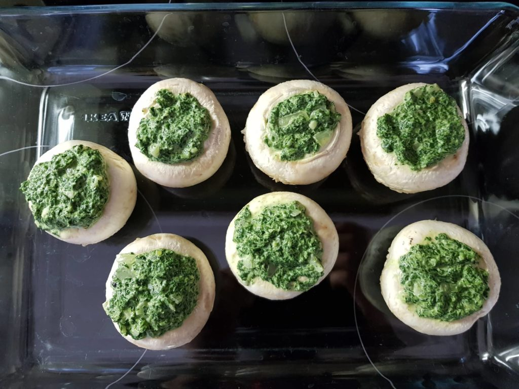 Champignons gefüllt mit Frischkäse und Spinat.