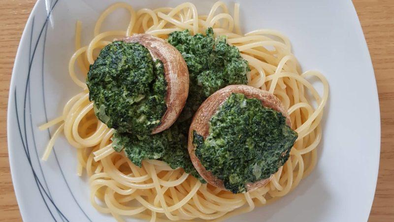 gefüllte Champignons mit Spinat-Frischkäse-Sauce