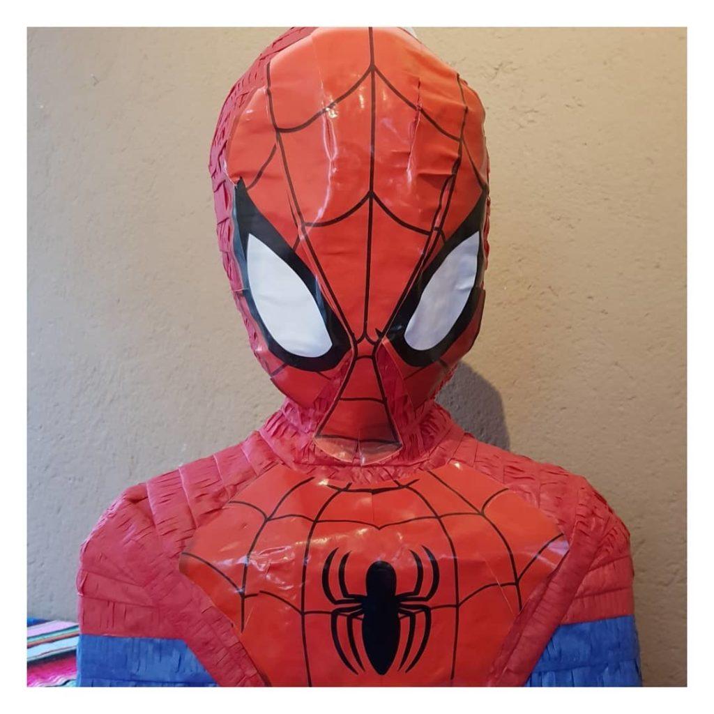 Vieles, was man für einen Geburtstag braucht, kann man im Internet bestellen. Ganz stressfrei. So wie diese Spiderman-Pinata.