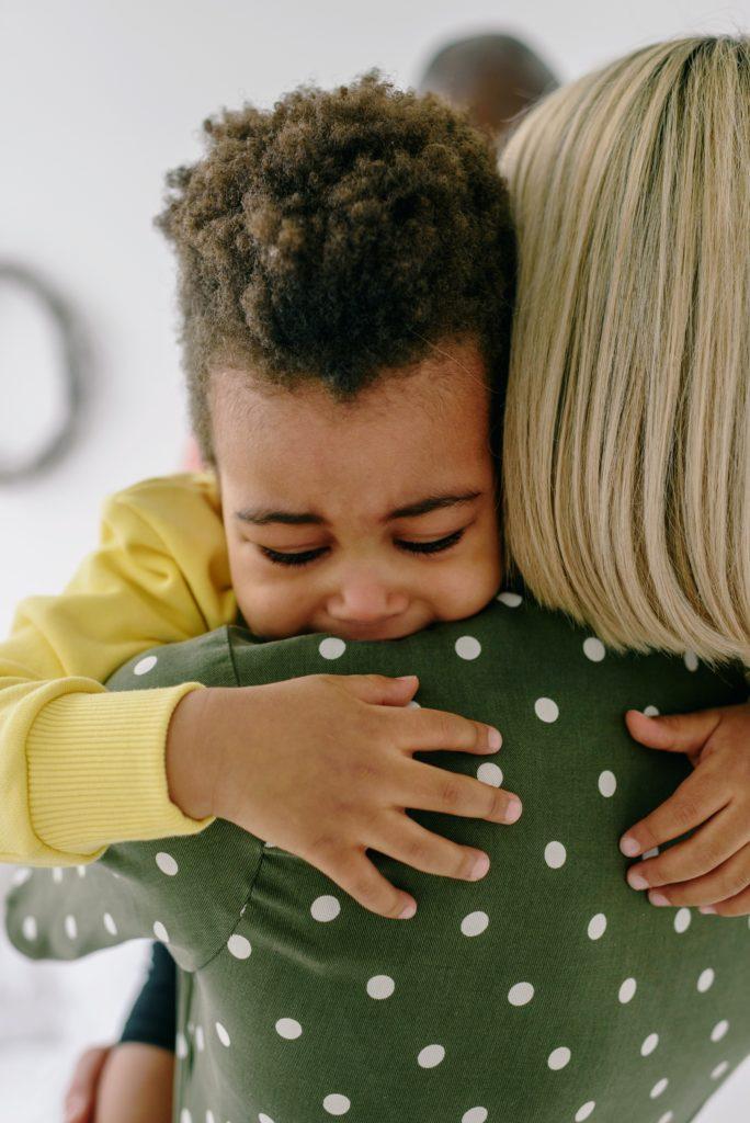 Dein Kind braucht deine Liebe und keine Bestrafungen.