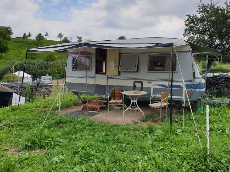Auf dem Hirschenhof gibt es auch Übernachtungsmöglichkeiten. Wie diese hier.